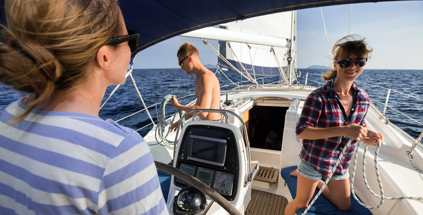 estate ragazzi in barca